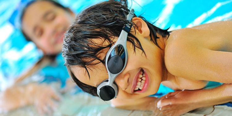 ragazzini_piscina
